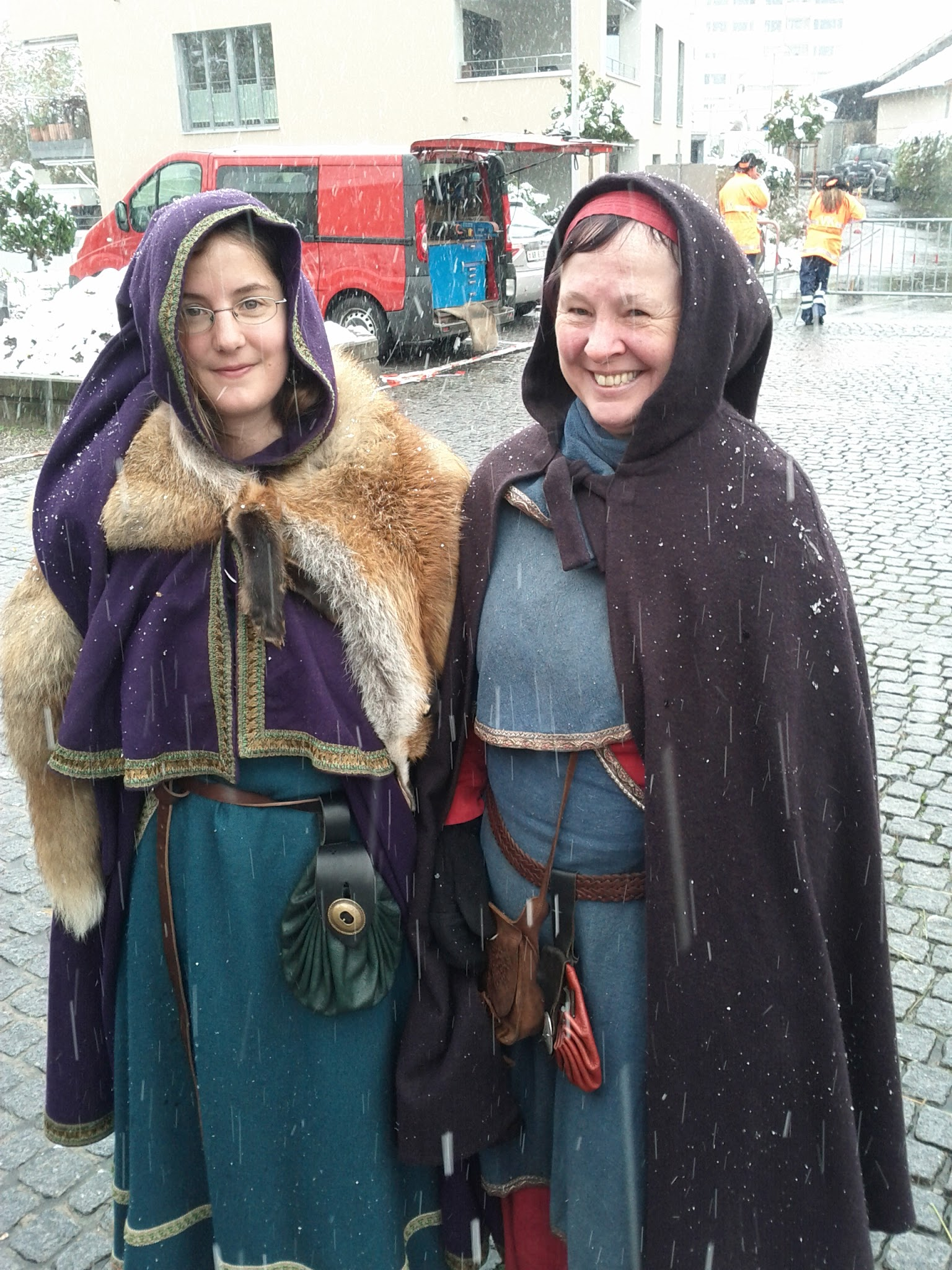 Middle Ages: even the ladies carried knives!