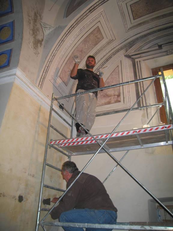 Silvestre and Paulo Ferruzzi restoring the Madonna del Monte chapel