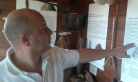 Angelo explaining things in Il Casalino del Castagno